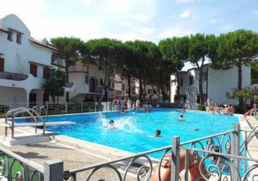 Affitto appartamento bilocale con piscina, bilocale con piscina al piano terra, Rosolina, Rosolina Mare, residence con piscina.