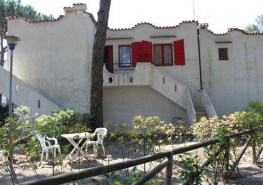 In affitto appartamento bilocale con giardino privato a rosolina mare, appartamento a Rosolina con giardino vicino al mare.